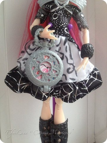 Выполнен из мятного трикотажа.Отделан по низу нежно-розовым кружевом. Подходит как для Monster High так и для Ever After High. фото 5