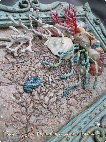 """Дорогие ДРУЗЬЯ, всем Вам доброго времени!!!  Давно я мечтала создать состаренную картину в морском стиле и наконец то мои ручки """"дошли"""" до этого процесса:)) Для работы понадобились кораллы определённых цветов, а в наличии было только несколько маленьких веточек совершенно не подходящего цвета и вида... Тут вспомнила, что где то в интернете встречала кораллы вроде как из цветного термо-клея, искать не стала, просто воспользовалась оригинальной идеей, которой с радостью поделюсь с Вами! Кстати, картина сделана полностью с нуля и рама тоже)) фото 27"""