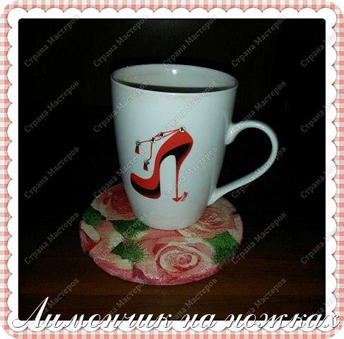 На 8 марта я смастерила своими руками подставочку для чашки для одного золотого человека и подарила е1 в комплекте двух букетов розового цвета: сладкого и тюльпанов )))) Получился Международный женский день во всех оттенках розового, такой девочковый )))))) фото 3