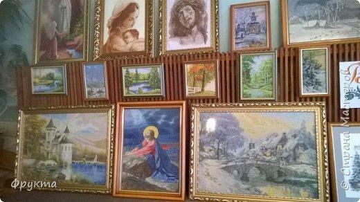 Эту милую даму зовут пани София Ковальчик. Она также проживает в городе Новый Роздол Львовской области. Все свои 70 с небольшим лет вышивает крестиком потрясающей красоты картины. В библиотеке Нового Роздола состоялась выставка её работ - весной 2017 года. И я снова не застала эту выставку! Обидно! фото 4