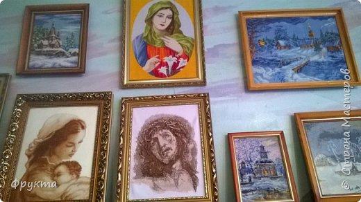 Эту милую даму зовут пани София Ковальчик. Она также проживает в городе Новый Роздол Львовской области. Все свои 70 с небольшим лет вышивает крестиком потрясающей красоты картины. В библиотеке Нового Роздола состоялась выставка её работ - весной 2017 года. И я снова не застала эту выставку! Обидно! фото 6