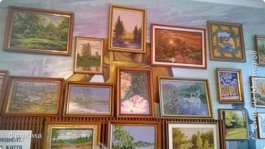 Эту милую даму зовут пани София Ковальчик. Она также проживает в городе Новый Роздол Львовской области. Все свои 70 с небольшим лет вышивает крестиком потрясающей красоты картины. В библиотеке Нового Роздола состоялась выставка её работ - весной 2017 года. И я снова не застала эту выставку! Обидно! фото 7
