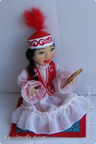 Девочка покрасила губы маминой помадой. фото 1