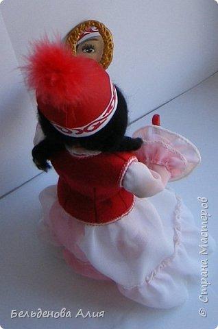 Девочка покрасила губы маминой помадой. фото 6