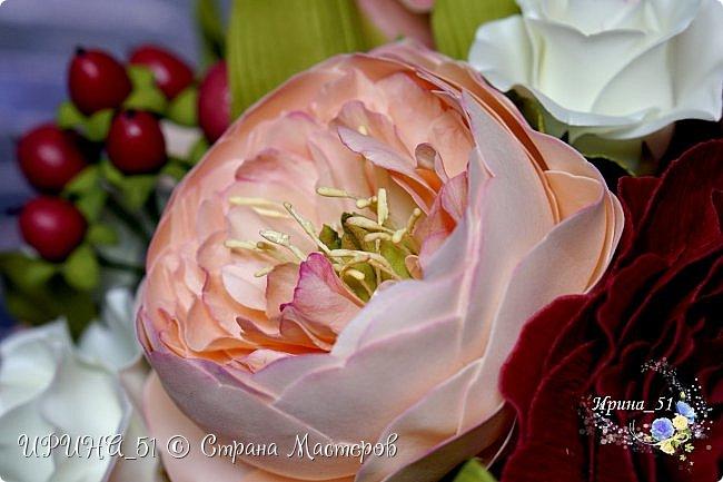 Здравствуйте!  Я как всегда  с фоамирановыми цветами!  Приглашаю к просмотру.  Букет из 15 полноразмерных роз.  фото 26
