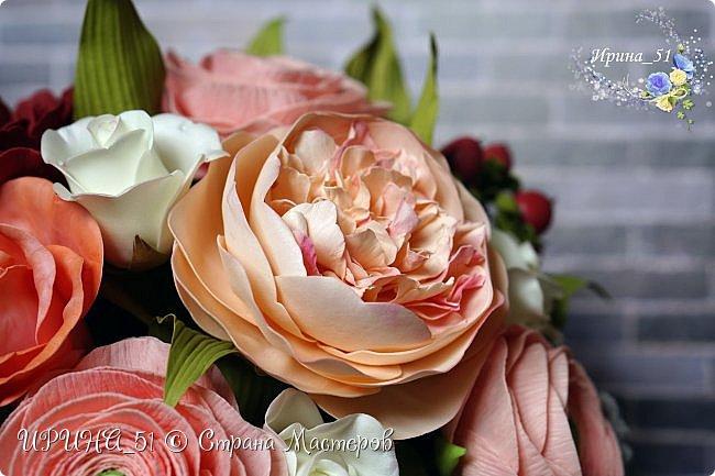 Здравствуйте!  Я как всегда  с фоамирановыми цветами!  Приглашаю к просмотру.  Букет из 15 полноразмерных роз.  фото 23