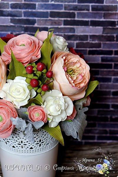 Здравствуйте!  Я как всегда  с фоамирановыми цветами!  Приглашаю к просмотру.  Букет из 15 полноразмерных роз.  фото 20