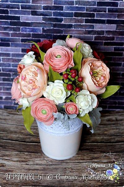 Здравствуйте!  Я как всегда  с фоамирановыми цветами!  Приглашаю к просмотру.  Букет из 15 полноразмерных роз.  фото 19