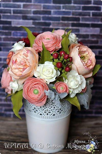 Здравствуйте!  Я как всегда  с фоамирановыми цветами!  Приглашаю к просмотру.  Букет из 15 полноразмерных роз.  фото 25
