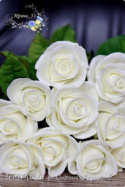 Здравствуйте!  Я как всегда  с фоамирановыми цветами!  Приглашаю к просмотру.  Букет из 15 полноразмерных роз.  фото 3