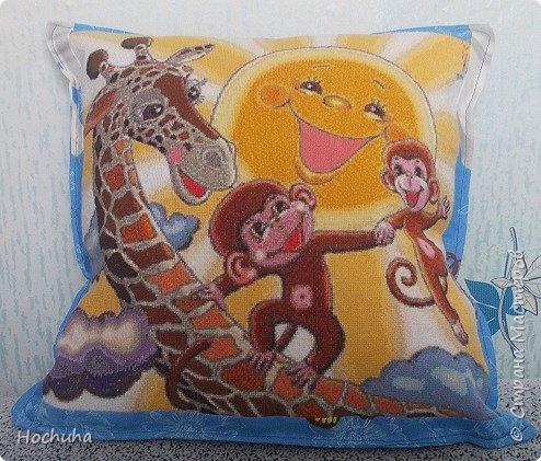 Здравствуй,Страна М!Вышила подушечку для внука в подарок.Украшение в детскую комнату.