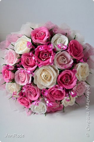 "И снова Здравствуйте!)) Представляю еще один букет на День Рождение для девушки. В букете 21 роза с конфетами ""Марсианка-микс""  фото 2"