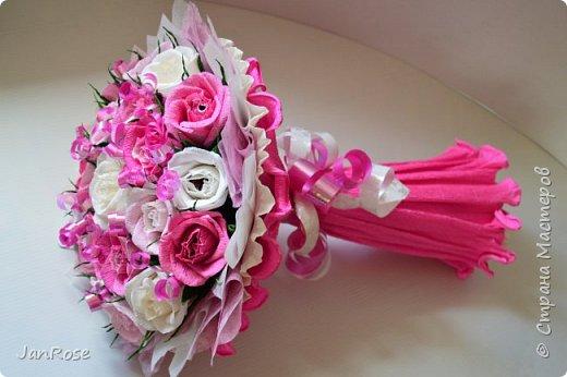 "И снова Здравствуйте!)) Представляю еще один букет на День Рождение для девушки. В букете 21 роза с конфетами ""Марсианка-микс""  фото 3"