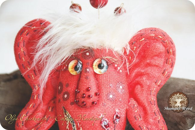 Инопланетные шаманы из племени ЗибаЗуб, обитающие на Рыжей планете в галактике Светящееся облако. На Земле выполняют обязанности бесстрашных защитников сновидений от подкроватных, вшкафных, заугольных и прочих ночных монстров:) Полностью ручное окрашивание ткани, вышивка, стеклянные глазки, у шаманок реснички:)  Шаманка Лунных вод  фото 18