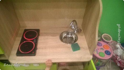 Здравствуйте) Недавно мы получили нашу прекрасную детскую кухню, сделанную на заказ. Прибыла она к нам без раковины, смесителя и плиты. Многие вероятно видели икеевские кухни с игрушечной варочной панелью, которую не отличишь от настоящей. К сожалению нигде! отдельно такой панели мы не нашли. Решили изобретать.  фото 13