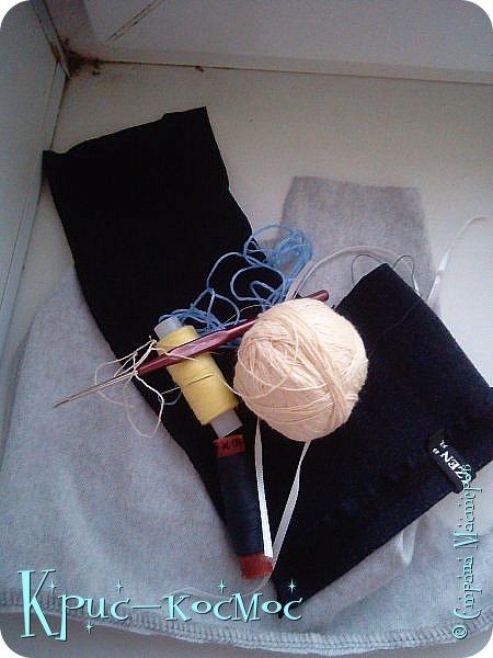 Всем привет! Сегодня мы сдаем работу на конкурс http://stranamasterov.ru/node/1093995?tid=2174 Для конкурса я сделала джинсы, тунику и блузку. Ну и намаялась я с этими нарядами! То нет вдохновения, то понимаю, что то, что я сшила, не подходит кукле. Но потом и вдохновение, и желание делать появились. Шила, и связала я все это три дня.  Кстати, тунику я не просто так сделала. Недавно у мамы появилась такая, и я решила сделать копию. Правда, в оригенале по краям не обшито лентой, но мне показалось, так аккуртнее.  Ладно, заболталась. Давайте смотреть работу. фото 27