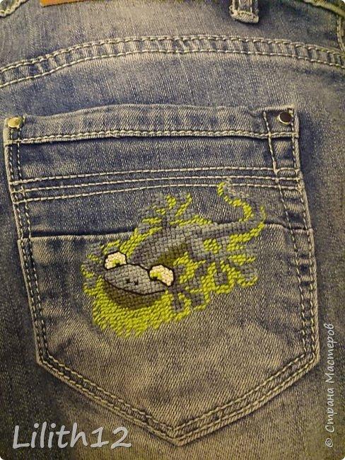 После джинс и юбки, были шорты. Теперь на карманах спереди и сзади живут две ящерки. фото 1