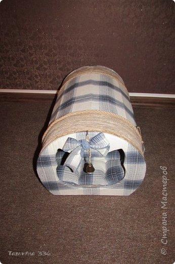 Домик  для нашего домашнего любимца - кота Бони. Домик выполнен из слоев картона и натуральной ткани, внутри-сьемный, мягкий коврик, у входа-колокольчик который при желании можно снять. фото 3