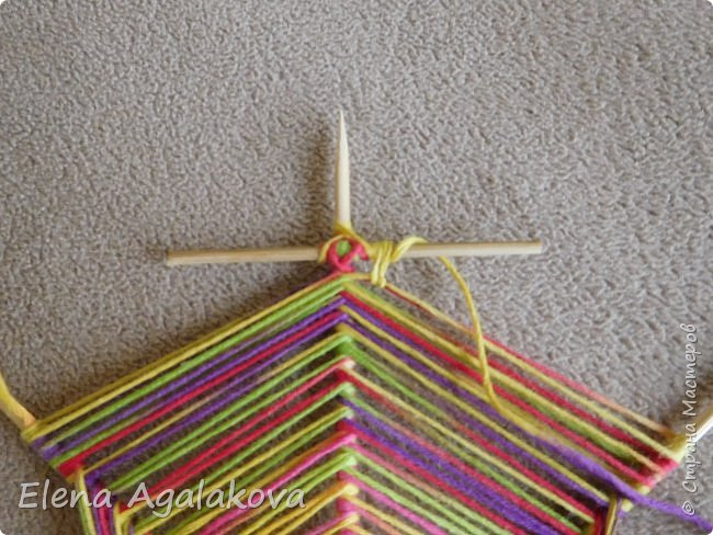 Выкладываю сегодня МК по плетению Кленового листа - мандалы. Это полностью моя находка. Просто захотелось сплести кленовый лист и пошел творческий процесс и импровизация, в результате появился такой кленовый листик. фото 9