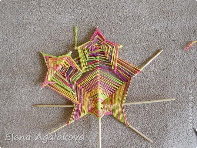 Выкладываю сегодня МК по плетению Кленового листа - мандалы. Это полностью моя находка. Просто захотелось сплести кленовый лист и пошел творческий процесс и импровизация, в результате появился такой кленовый листик. фото 16