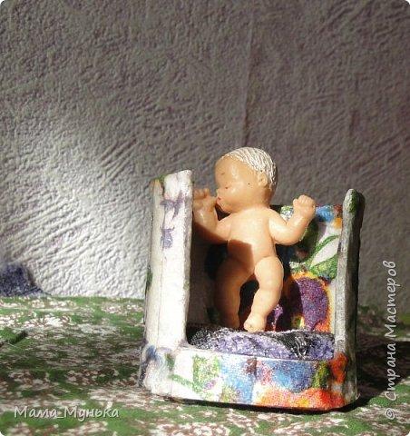 Здравствуйте, уважаемые посетители моей странички! Я уже рассказывала http://stranamasterov.ru/node/1095635 о том, что нам с дочкой внезапно понадобилась мебель для пупсёночка, потому что мой средний сын мебель, которая имеется, конфисковал для Севы киски и его семьи. Если кому-то интересна жизнь Севы киски, по этому поводу есть отдельная история http://stranamasterov.ru/node/1095634. А сегодня я решила показать, как учусь делать для куклят мягкую мебель. фото 4