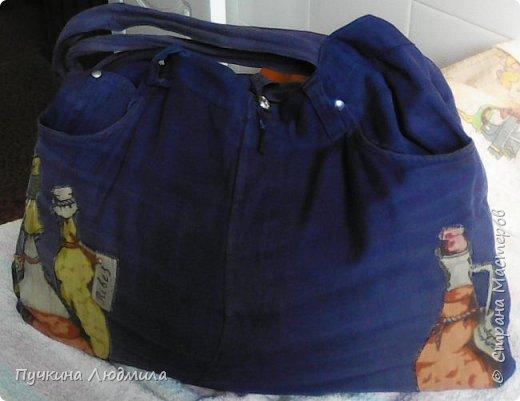 Сумка связана крючком из полиэтиленовых пакетов магазина Мария-Ра (вид спереди), розочки из узких атласных ленточек.... фото 3