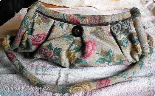 Сумка связана крючком из полиэтиленовых пакетов магазина Мария-Ра (вид спереди), розочки из узких атласных ленточек.... фото 5