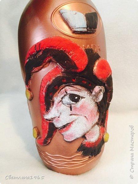 Приветствую всех!Бутылка покрашена черной краской,потом медной,лицо из хол . фар.Картинка взята из инета фото 7