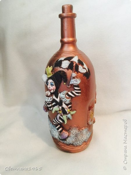 Приветствую всех!Бутылка покрашена черной краской,потом медной,лицо из хол . фар.Картинка взята из инета фото 2