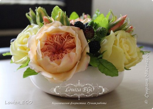 Цветы вылеплены из холодного фарфора и тонированы вручную масляными красками. фото 1