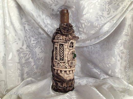 Замок слепила из соленого теста,ткань и  шнур по горлу бутылочки.Вот такая получилась бутылочка. фото 2