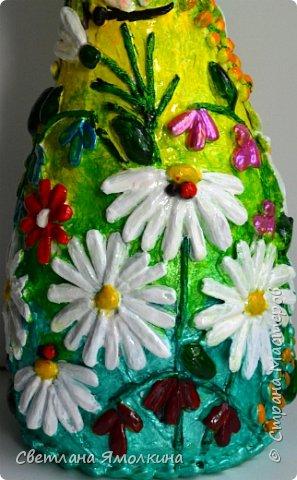 """Здравствуйте! Сегодня я с декоративной вазой папье-маше, ее высота 26 см. Для декора использовала: клей """"Титан"""", два вида семян подсолнуха, фасоль, зерна кофе (серединки у ромашек), черный перец горошком (глаза у стрекозы, букашки), скорлупу от фисташек, шпагат.Вся ваза покрыта акриловым глянцевым лаком. фото 10"""