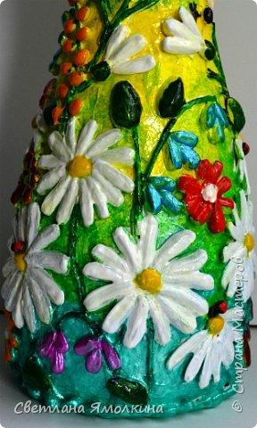 """Здравствуйте! Сегодня я с декоративной вазой папье-маше, ее высота 26 см. Для декора использовала: клей """"Титан"""", два вида семян подсолнуха, фасоль, зерна кофе (серединки у ромашек), черный перец горошком (глаза у стрекозы, букашки), скорлупу от фисташек, шпагат.Вся ваза покрыта акриловым глянцевым лаком. фото 11"""