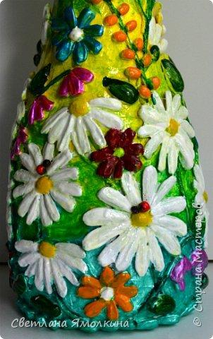 """Здравствуйте! Сегодня я с декоративной вазой папье-маше, ее высота 26 см. Для декора использовала: клей """"Титан"""", два вида семян подсолнуха, фасоль, зерна кофе (серединки у ромашек), черный перец горошком (глаза у стрекозы, букашки), скорлупу от фисташек, шпагат.Вся ваза покрыта акриловым глянцевым лаком. фото 12"""