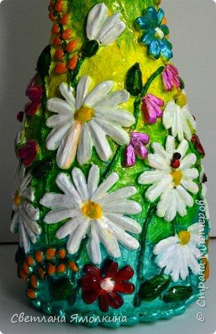 """Здравствуйте! Сегодня я с декоративной вазой папье-маше, ее высота 26 см. Для декора использовала: клей """"Титан"""", два вида семян подсолнуха, фасоль, зерна кофе (серединки у ромашек), черный перец горошком (глаза у стрекозы, букашки), скорлупу от фисташек, шпагат.Вся ваза покрыта акриловым глянцевым лаком. фото 13"""