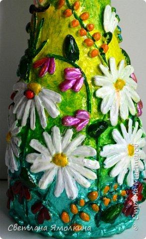 """Здравствуйте! Сегодня я с декоративной вазой папье-маше, ее высота 26 см. Для декора использовала: клей """"Титан"""", два вида семян подсолнуха, фасоль, зерна кофе (серединки у ромашек), черный перец горошком (глаза у стрекозы, букашки), скорлупу от фисташек, шпагат.Вся ваза покрыта акриловым глянцевым лаком. фото 9"""