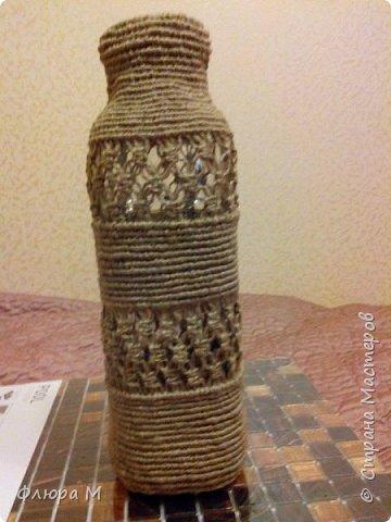 """Пластиковая банка от клея """"Бустилат"""" обвязана нитками. Сверху нитки навесила на пластмассовое кольцо подходящего диаметра.    фото 4"""