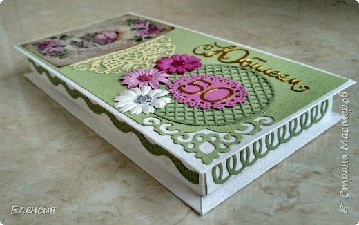 Надпись сделана с помощью штампа, горячий эмбоссинг. Цветы самодельные из акварельной бумаги. Для Светланы. фото 6