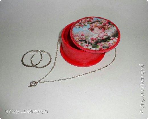 Шкатулки из туб от скотча или можно использовать многослойное папье-маше, декупаж из распечатки на офисной бумаге, краски, лак. фото 12
