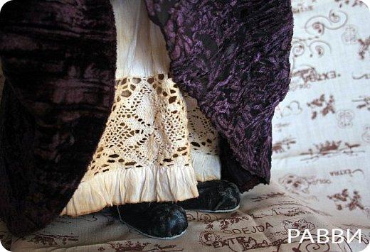 Лизетт сотворена из бязи, раскрашена масляными красками. Платье сшито из совсем-совсем винтажного пан-бархата, нижнее белье батист. Вся одежда снимается. Руки,ноги сгибаются, головка поворачивается. Рост 49 см.Стальной каркас. фото 4