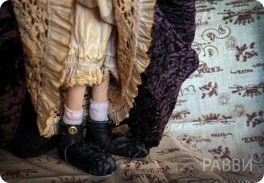 Лизетт сотворена из бязи, раскрашена масляными красками. Платье сшито из совсем-совсем винтажного пан-бархата, нижнее белье батист. Вся одежда снимается. Руки,ноги сгибаются, головка поворачивается. Рост 49 см.Стальной каркас. фото 5