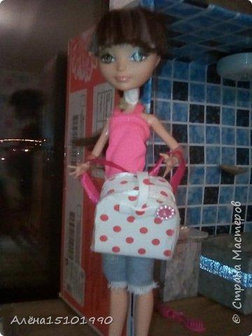 Привет всем!  Мы тут активно собираем девчёнок  к лету,к морю. Лиля хочет взять принцессу Анну, Ей связали  шорты и сшили блузочку. Аннушка решила поваляться на нашей огромной кровати. фото 4