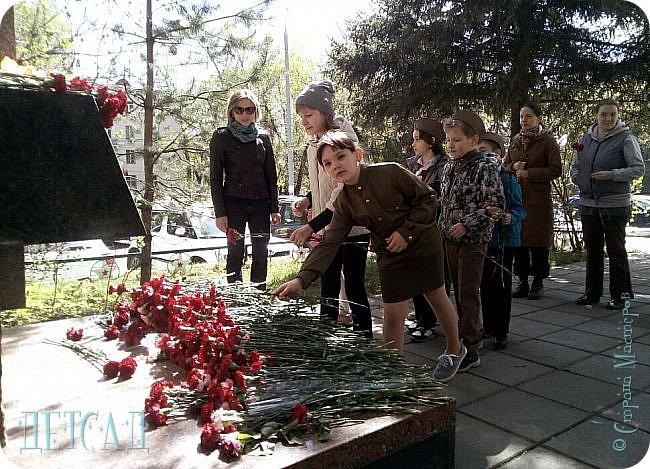 Ежегодно ко Дню Победы, обучающиеся возлагают цветы к памятнику погибшим участникам Великой Отечественной войны.