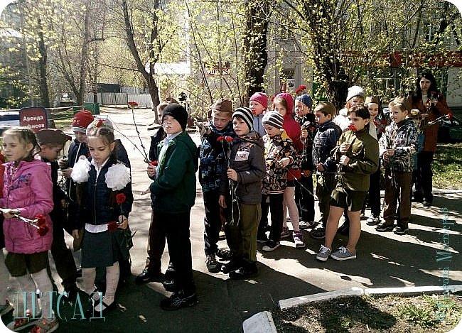 Ежегодно ко Дню Победы, обучающиеся возлагают цветы к памятнику погибшим участникам Великой Отечественной войны. фото 2