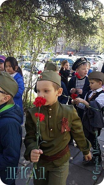 Ежегодно ко Дню Победы, обучающиеся возлагают цветы к памятнику погибшим участникам Великой Отечественной войны. фото 3