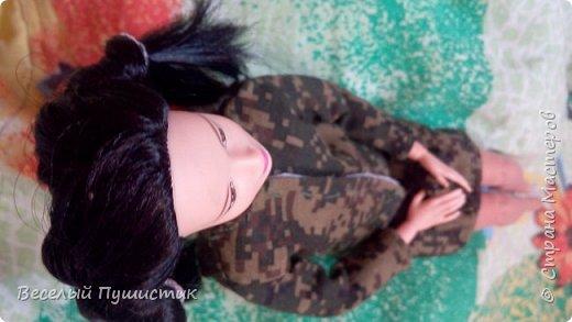 Всем привет! Сегодня вся страна отмечает День Великой Победы. Вдохновившись этой темой, мы с Изуми решили провести этот праздник по-особенному, максимально прикоснуться к этой теме. Для этого я сшила костюмчик цвета хаки, отдаленно напоминающий военную форму. Надеюсь, что получилось хоть немного похоже. А для того, чтобы не было видно коленные шарниры, я сшила чулочки. Поехали! фото 2