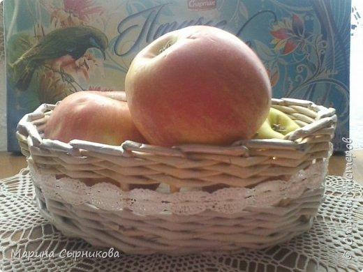 Плету я немного, но зато для пользы дела ;) Вот такая вазочка-корзиночка на стол. фото 1