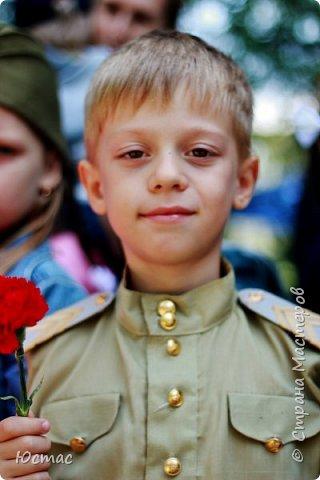 Долгая память у нашего народа. Ещё лет 40 назад западные европейцы нам советовали: «Пора забыть. Сколько лет прошло!» А мы помним эту войну как – будто сами там были все эти 1418 дней и ночей. Так всё живо, так всё больно. Страна плачет, начиная с 22 июня 1941 года. А с 9 мая 1945 года – празднует и плачет. Мы выстояли, мы победили! Очень важно воспитывать следующее поколение помнящим, сострадающим, знающим фото 4