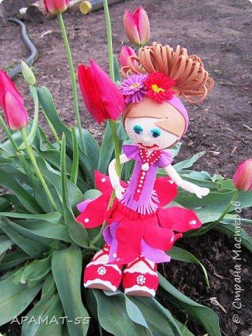 Здравствуйте. Сегодня я покажу вам куколку, которую сделала по МК  http://stranamasterov.ru/node/1096393?c=favusers  Татьяны Шмелевой.  Первая и самая любимая.  Процесс затягивает. фото 4