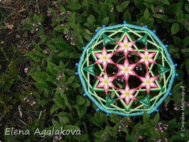 Добрый день или вечер всем заглянувшим в гости! Весна в разгаре, время цветения и расцвета! Поэтому наверное сплелась у меня такая мандала «Цветок жизни». Семь цветков объединены в один. Семь - одно из самых удивительных чисел. Таинственное число семь! Каким его только не считают: и священным, и божественным, и магическим, и счастливым. Все народы мира уделяли числу семь особое внимание.  фото 6